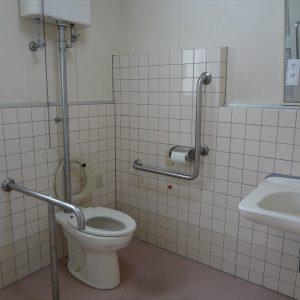 トイレ:手すり等があり、バリアフリー仕様になっています。